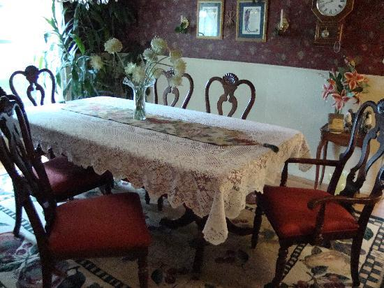 September Song Bed and Breakfast: Inviting Dining Room Table