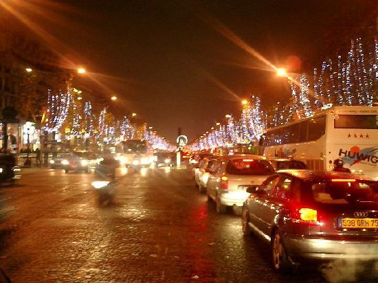 Paris, França: シャンゼリーゼ通り