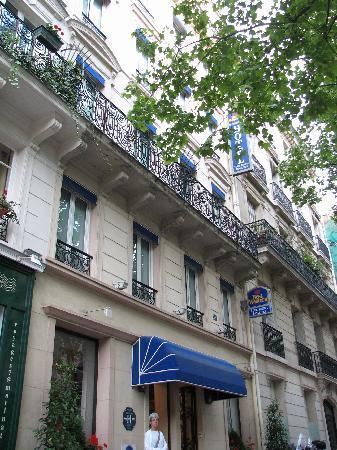 โรงแรมเบสเวสเทิรน์ตูร์เอฟเฟลอิว๊าด: Hotel Best Western Tour Eiffel Invalides