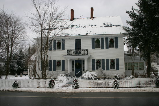 Dowds' Country Inn: Snowfall in December 2010