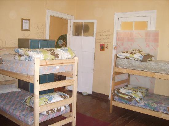 Hostal Donde la Cucha: dormitorio mixto $5.000 por persona