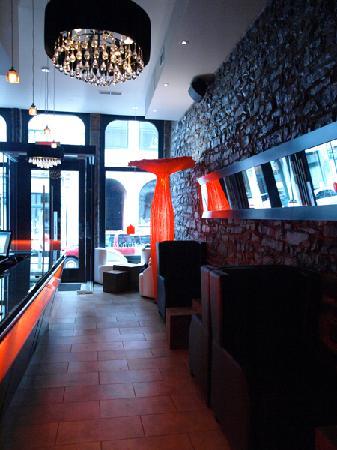 Le Petit Hotel Lobby