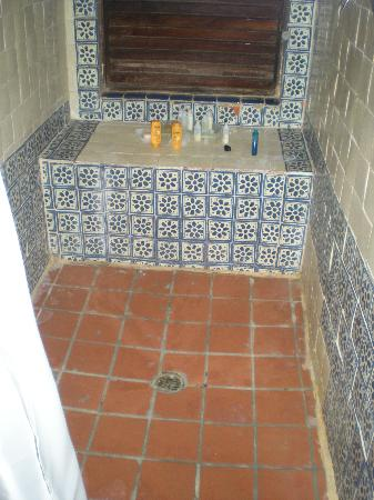 Renaissance St. Croix Carambola Beach Resort & Spa: Dirty rundown shower area