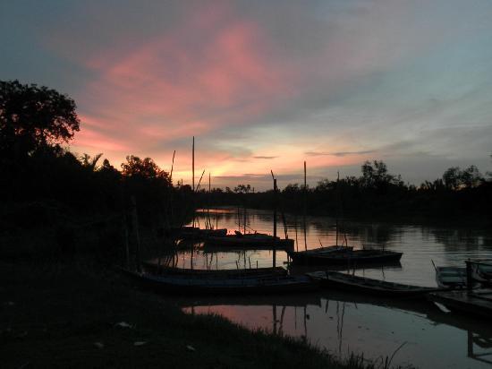 Kuala Selangor, Malezja: セランゴール川の夕焼け