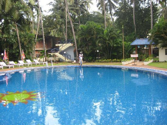 อัคฮิล บีช รีสอร์ท: Swimming pool