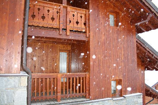 Les Chalets de Meribel: Outside the Chalet
