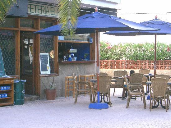 Apartamentos Sofia Playa Ibiza: Bar-cafeteria junto a la piscina