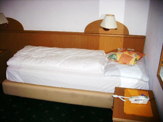 Panoramahotel Nigglhof: kleines Bett :-(