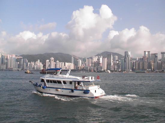 Oriental Pearl Hostel Hong Kong: Skyline mit Boot