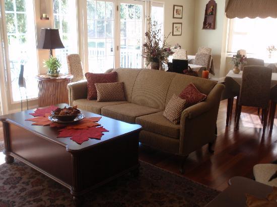 The RoseMary Inn: Living Room
