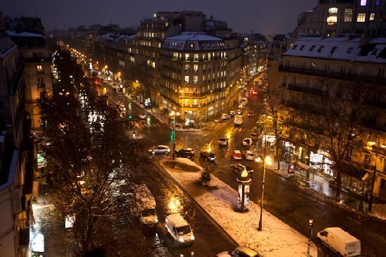 Hotel Champs-Elysees Friedland by HappyCulture : View from our 6th floor window