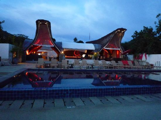 Beach Republic The Residences: Pool & restaruant / bar
