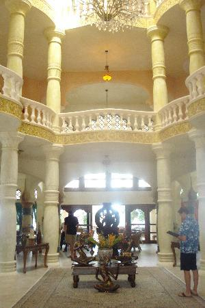The Palace at Playa Grande: hall