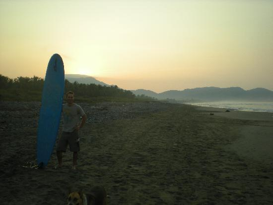 Troncones Point Hostel: dawn patrol @ la boca
