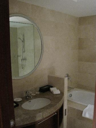 Cosmic Guang Dong International Hotel: Bathroom