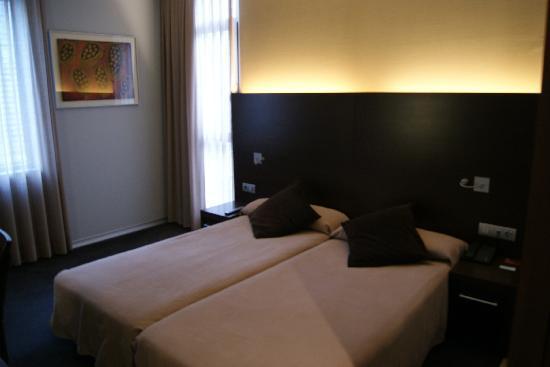 Madanis Hotel: camas