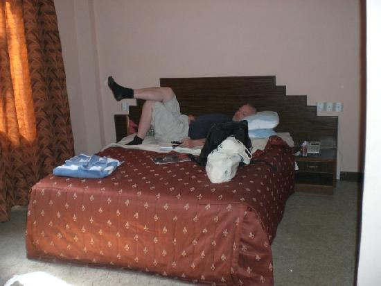 Kathmandu Resort Hotel: Bed