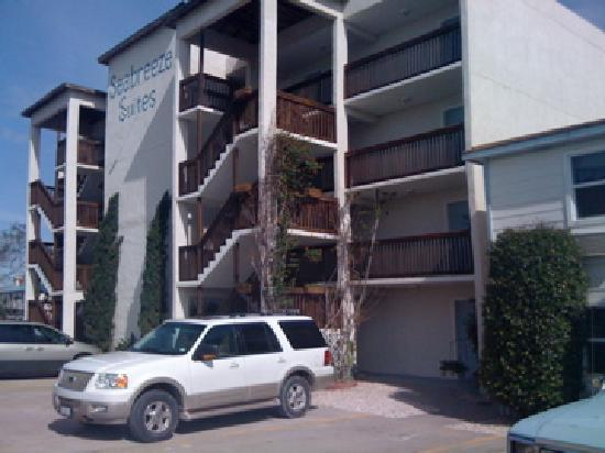 Sea Breeze Suites: We were on the third floor.