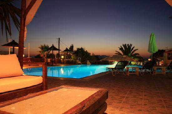 Faros Villa: Faros pool & bar