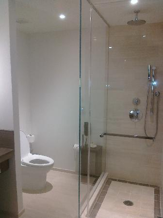 Langham Place, New York : Separate shower and toilet - new and clean