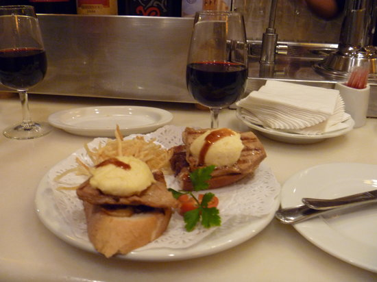 Photo of Mediterranean Restaurant Casa Lucas at Calle Cava Baja 30, Madrid 28005, Spain