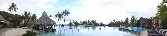 InterContinental Tahiti Resort & Spa: Panorama of main pool