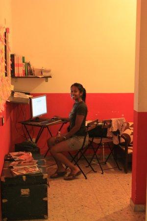 Ape Latina:                   Computer access!