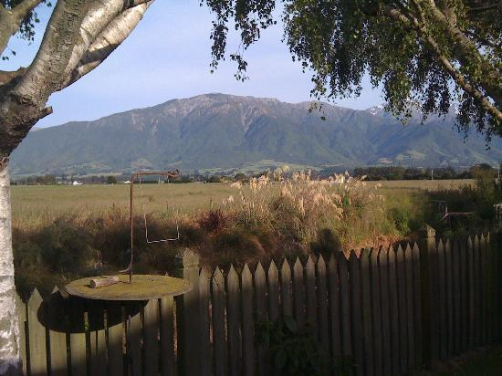 Admiral Creighton Bed & Breakfast: View of the Kaikoura Mountains from the B&B