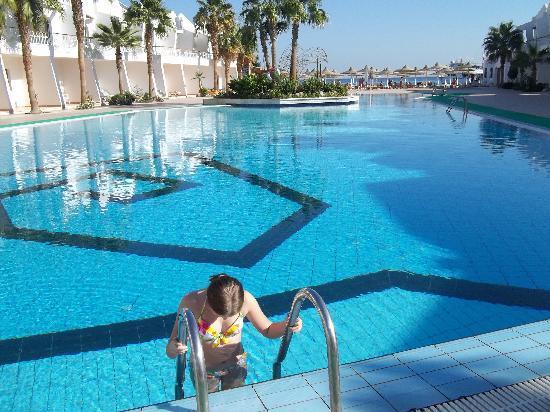 Club Hotel Aqua Fun: Otroligt kallt i poolen