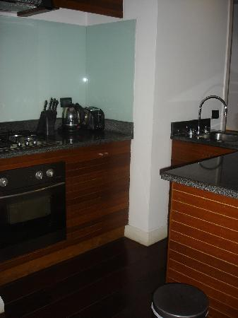 Downtown Villas: Kitchenette