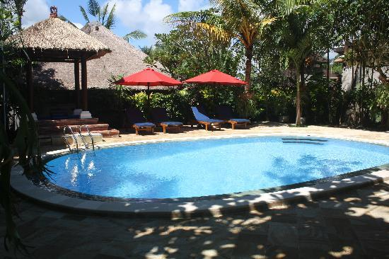 Sama's Cottages and Villas: Relax by our beautiful main pool area