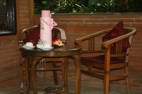 Sama's Cottages and Villas: Enjoy breakfast in the privacy of your own veranda