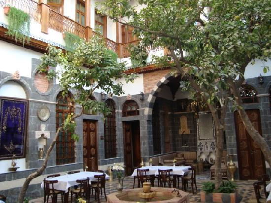 Afnan Charming Hotel: Main Yard
