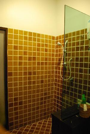 Chintakiri Resort: Shower