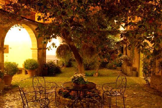 """Santu Lussurgiu, Italia: la corte interna """"Antica Dimora del Gruccione"""""""