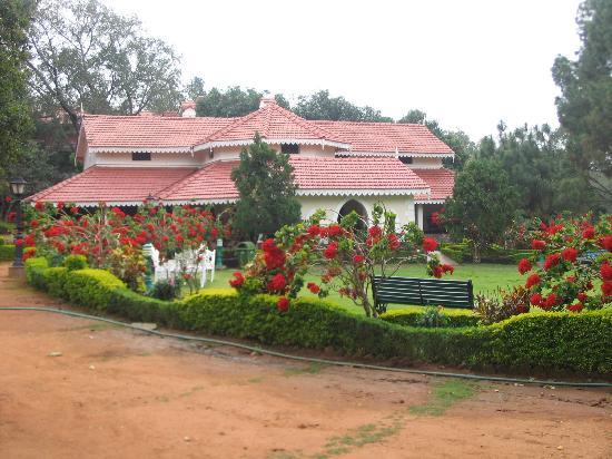 Pachmarhi, India: Hotel from outside