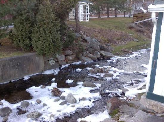 Apple Valley Inn Bed & Breakfast: The Brook in December