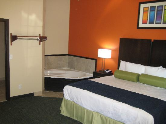 City View Inn & Suites Sunset Station: King with Whirlpool - Luxury awaits