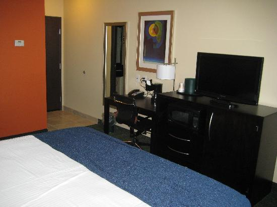 City View Inn & Suites Sunset Station: Contemporary Furnishings and Electronics