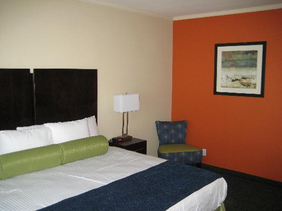 City View Inn & Suites Sunset Station: Luxurious King beds
