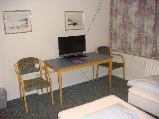 Hotel Nuuk Seamen's Home: small TV