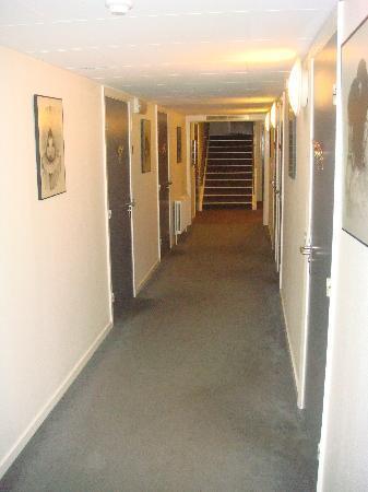 Hotel Nuuk Seamen's Home: floor to rooms