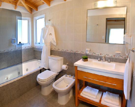 Posada La Sonada: Baño de la Suite
