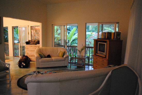 Papalani: Living room