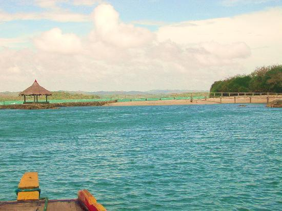 Guimaras Island, Filippinerne: Approaching the island resort.