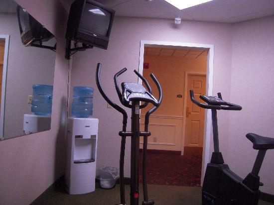 Cocca's Inns & Suites Albany Airport: Limited Small Exercise Room