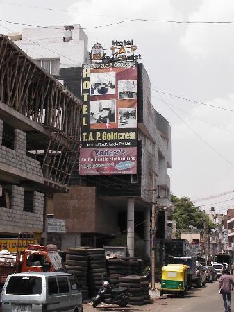 Hotel T.A.P. Gold Crest: Das Hotel von außen
