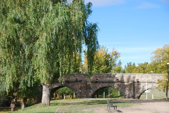 Salamanca, Spagna: el puente romano y la chopera