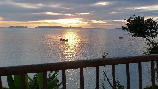 Koh Jum Resort : Coucher de soleil sur Koh Phi Phi