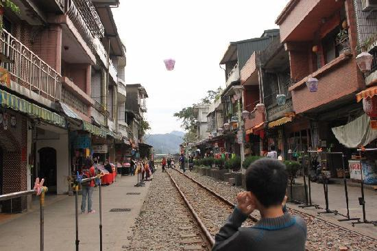 Xinbei, Tajwan: Flying Lantern at ShihFen Railway Village